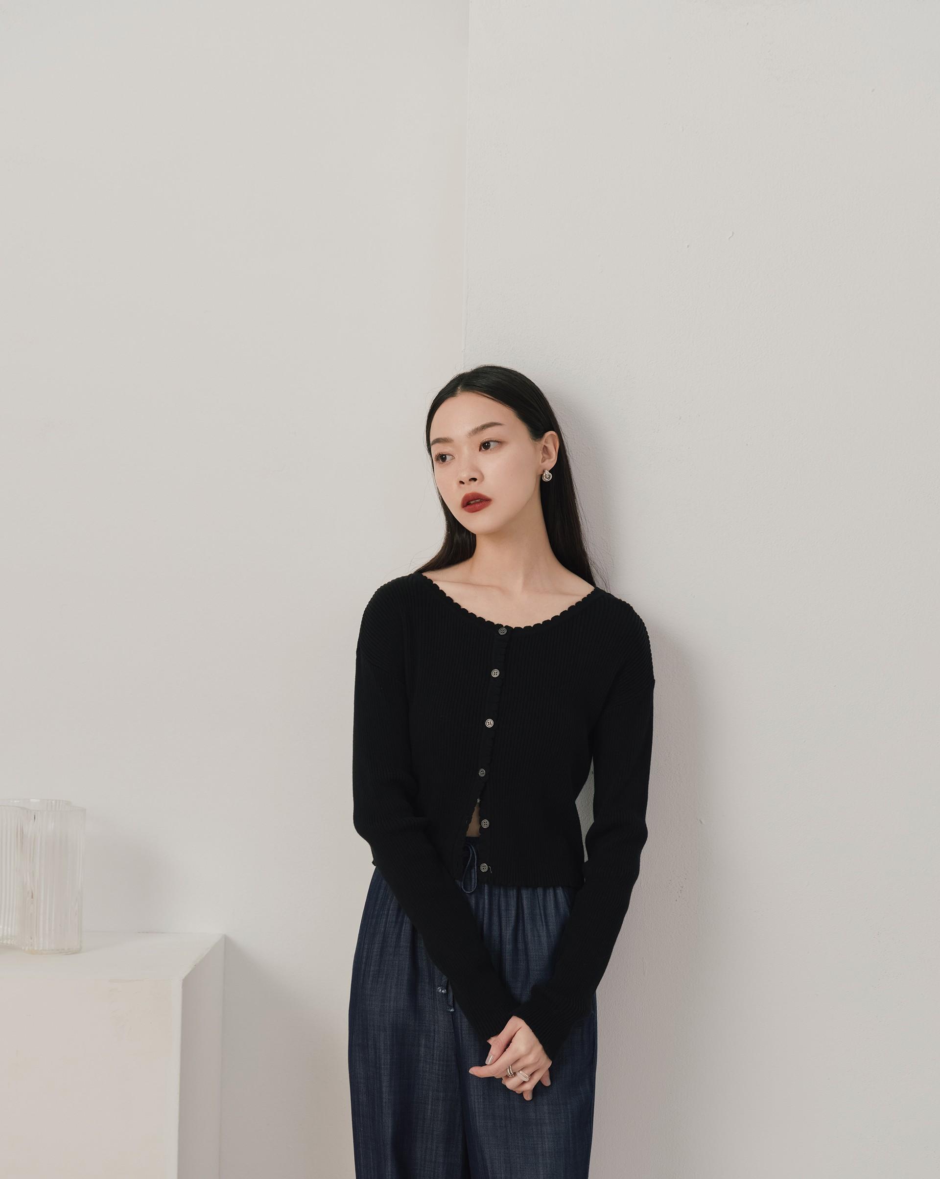 捲邊排釦長袖針織上衣-Meierq