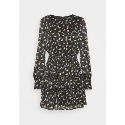 ミスガイデッド ワンピース レディース トップス FLORAL SHIRRED WAIST MINI DRESS - Day dress - black