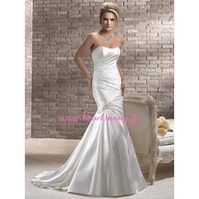 ウェディングドレス 光沢感サテン ダイヤ飾り 編み上げ トレーン A166