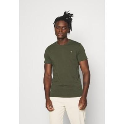 ノーレッジ コットン アパレル メンズ Tシャツ トップス ALDER OWL BADGE - Basic T-shirt - forest night forest night