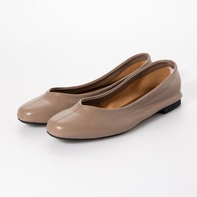 セスト SESTO 足にぴったりフィットする柔らか素材Vカットフラットパンプス (グレージュ)