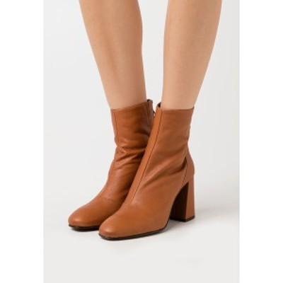 ヴェロモーダ レディース ブーツ&レインブーツ シューズ VMCILLA BOOT - High heeled ankle boots - cognac cognac