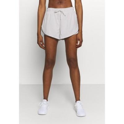 コットン オン ボディ カジュアルパンツ レディース ボトムス MOVE JOGGER SHORT - Sports shorts - tonal animal/lunar rock