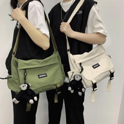 新商品の韓国insファッション街の個性的なキャンバスバッグのクールで中性的なタイプの大容量のシングルショルダーバッグ
