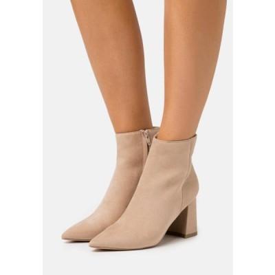エヌエーケイディー レディース 靴 シューズ BASIC SLANTED HEEL BOOTS - Ankle boots - beige
