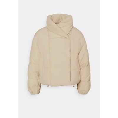 レディース ファッション PCSAZEL SHORT PUFFER JACKET - Winter jacket - fog