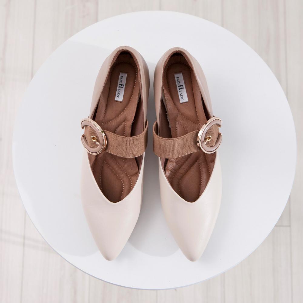 【新品】芯太軟  金屬飾釦剪裁設計尖頭低跟鞋  米 (602370)
