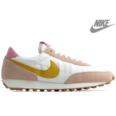NIKE W DAYBREAK  CK2351-200 Fossil Stone/Summit White/Magic Flamingo/Saffron Quartzナイキ ウイメンズ デイブレイク