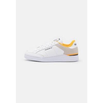 リーボック メンズ 靴 シューズ AD COURT UNISEX - Trainers - footwear white/vector navy/semi solar gold