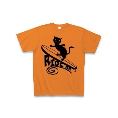 サーフィンをする黒猫 Tシャツ(オレンジ)