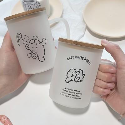 子供用ミルクカップに目盛りのスクラブグラスがついています朝食にコップをかける女子学生室がありますコップを温めることができます