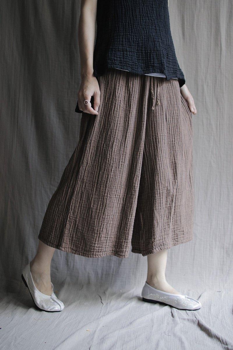 壓紋布料寬褲 棕條紋