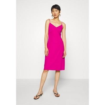 バナナ リバブリック ワンピース レディース トップス STRAPPY SLIP - Jersey dress - bright sangria