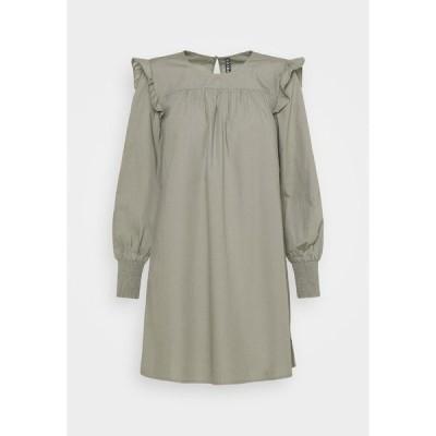 ピーシーズ プティ ワンピース レディース トップス PCGERALDINE DRESS - Day dress - shadow