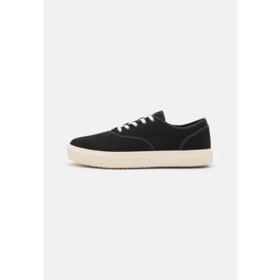 クレー メンズ 靴 シューズ AUGUST - Trainers - black