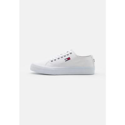 トミージーンズ メンズ 靴 シューズ LONG LACE UP - Trainers - white