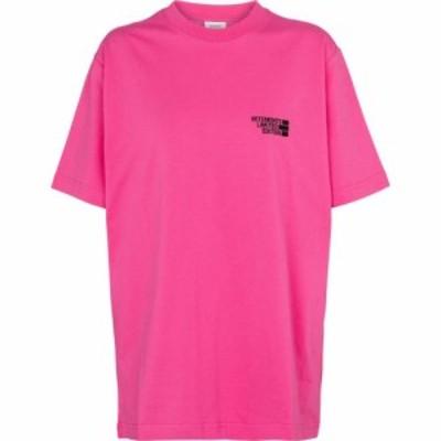 ヴェトモン Vetements レディース Tシャツ トップス logo cotton jersey t-shirt Hot Pink