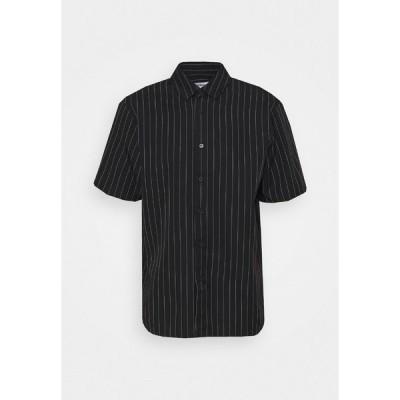ウィークデイ シャツ メンズ トップス KIAN STRIPED SHIRT - Shirt - black