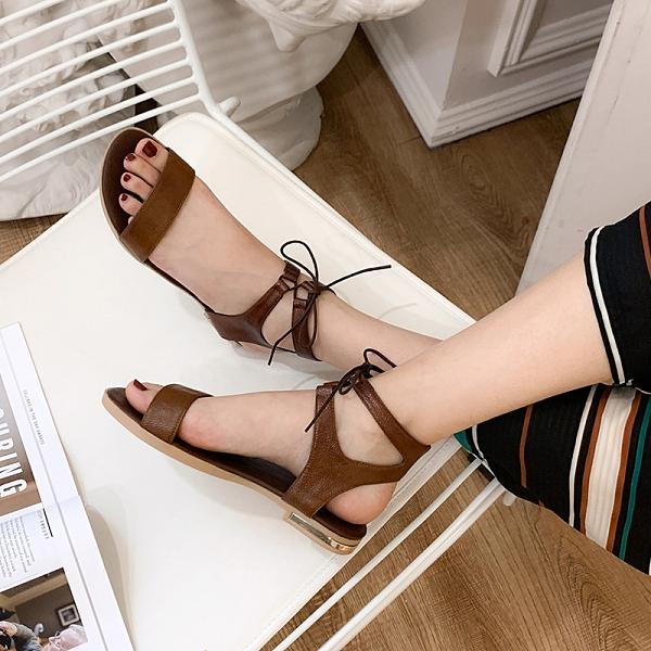 大尺碼女鞋41-46 凱莉密碼 韓版潮流時尚綁帶羅馬平底涼鞋2cm【YG3020-11】