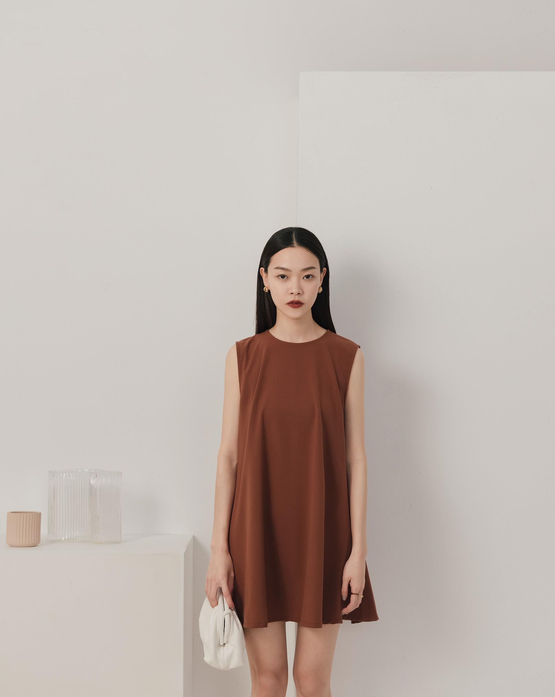 簡約傘狀背心洋裝-Meierq