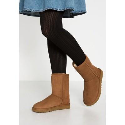 アグ ブーツ&レインブーツ レディース シューズ CLASSIC SHORT - Classic ankle boots - chestnut