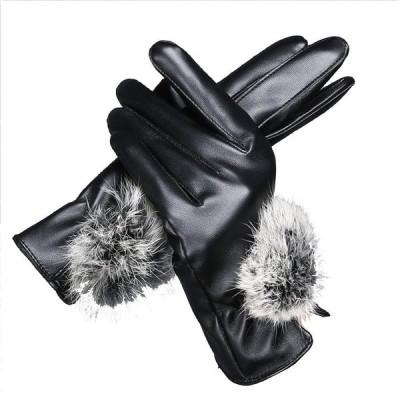 アンジェリツコ レディース 手袋 スマホ対応 あったか裏起毛 ラビットファーポンポン付き 上品グローブ フェイクレザー (ブラック)