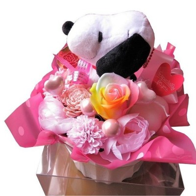 結婚祝い スヌーピー入り レインボーローズ 花束風ギフト プリザーブドフラワー入り ケース付き スヌーピー柄 カラーはおまかせです