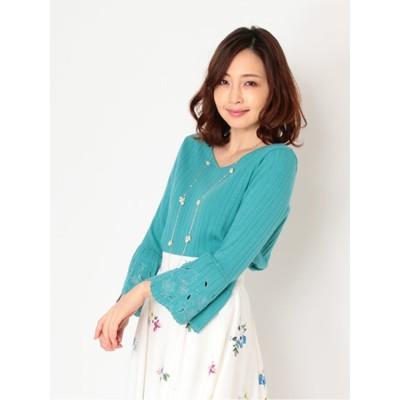 透かし刺繍袖フレアニット