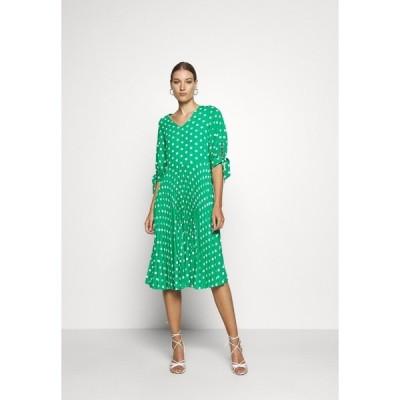クローゼット ワンピース レディース トップス VNECK PLEATED DRESS - Day dress - green