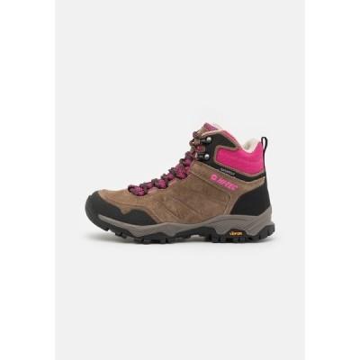 ハイテック シューズ レディース ハイキング ENDEAVOUR WP WOMENS - Hiking shoes - brown/black/fuschia