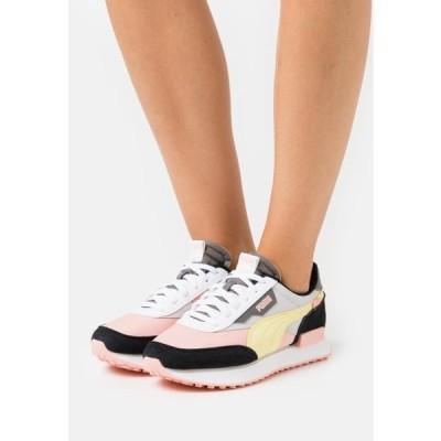 プーマ レディース 靴 シューズ FUTURE RIDER PLAY ON - Trainers - apricot blush/gray violet