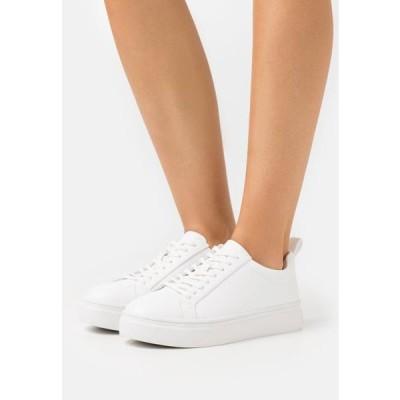 エヌエーケイディー レディース 靴 シューズ SLIM LACES COURT TRAINERS - Trainers - white