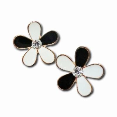 ピアス レディース レロト kawaii かわいい 花 フラワー ブラック ホワイト