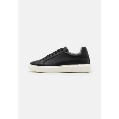 ビアンコ メンズ 靴 シューズ BIAKING - Trainers - black