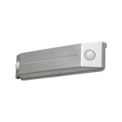 全品P5~10倍 乾電池式LEDセンサーライト フットタイプ 電球色 IRIS BOSFL2WS-1256