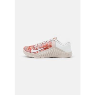 ナイキ レディース スポーツ用品 METCON 6 - Sports shoes - desert sand/summit white/crimson bliss/light armory blue