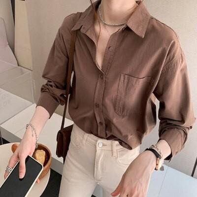 白いシャツの女性の2021年秋韓国スタイルのルーズデザイントップニッチシンプルな長袖ボトミングシャツ