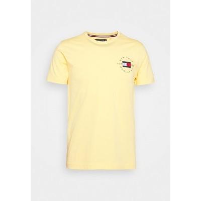 トミー ヒルフィガー Tシャツ メンズ トップス CIRCLE CHEST TEE - Print T-shirt - delicate yellow