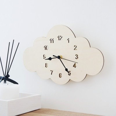【倉庫からの発送】壁掛け時計 北欧モダン おしゃれ かわいい 静音 木製 雲型 静音 掛け時計 ウォールクロック くも