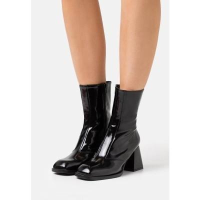 トップショップ レディース 靴 シューズ VEGAN VINNIE BLOCK BOOT - Classic ankle boots - black