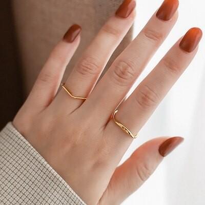 欧米風不規則な幾何学模様波型ゴールド色指輪女性クール軽奢ニッチ色あせにくいステンレス指輪 T-RAMN180