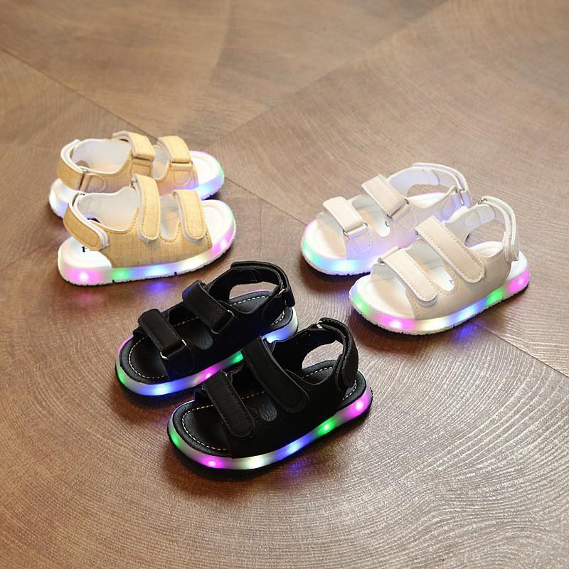休閒涼鞋 男女童LED亮燈鞋鏤空魔術貼透氣軟底涼鞋【IU貝嬰屋】