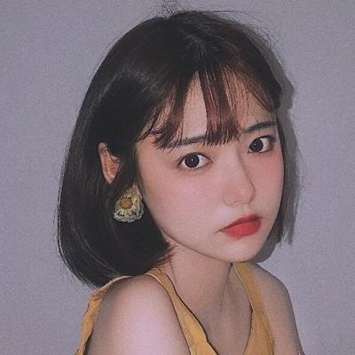 韓国ネットの赤いカツラの少女のショートストレートの潮流の学生は円の顔のファッションを修理します自然なbobo波の全頭セットの式