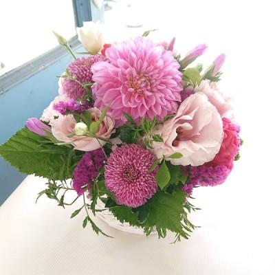花 ギフト アレンジメント お祝 ピンク紫系 敬老の日 お誕生日 母の日 御祝 お任せ アレンジメント Mサイズ ラウンド 5500円