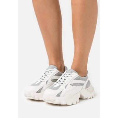 エヌ エー ケイ ディ スニーカー レディース シューズ CURVED TREKKING SOLE TRAINERS - Trainers - white/grey