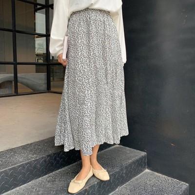 メゾンドラティール maison de LATIR 落ち着いた色合いのフラワープリントフレアスカート (ホワイト)