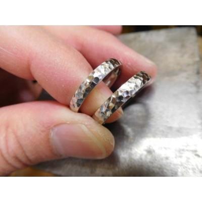 プラチナ 結婚指輪【本物の鍛造】甲丸に打ち込んだ槌目が美しい! 男性用3.5ミリ幅 女性用3ミリ幅