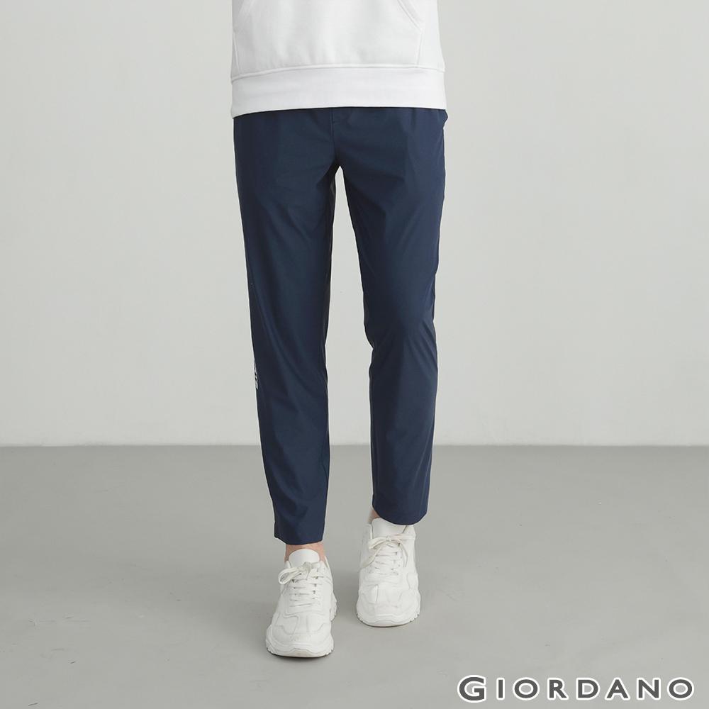 GIORDANO 男裝輕薄涼感運動休閒褲-66 標誌藍