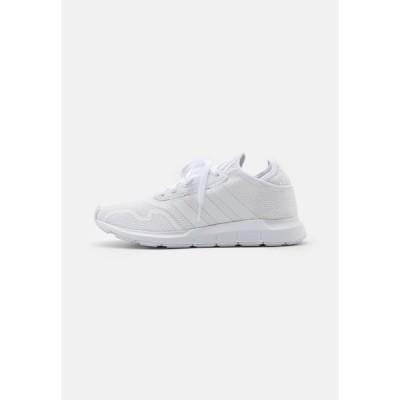 アディダスオリジナルス スニーカー メンズ シューズ SWIFT UNISEX - Trainers - footwear white