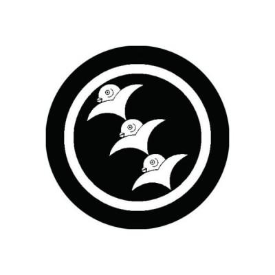 家紋シール 白紋黒地 丸に三つ遠雁 布タイプ 直径40mm 6枚セット NS4-0554W